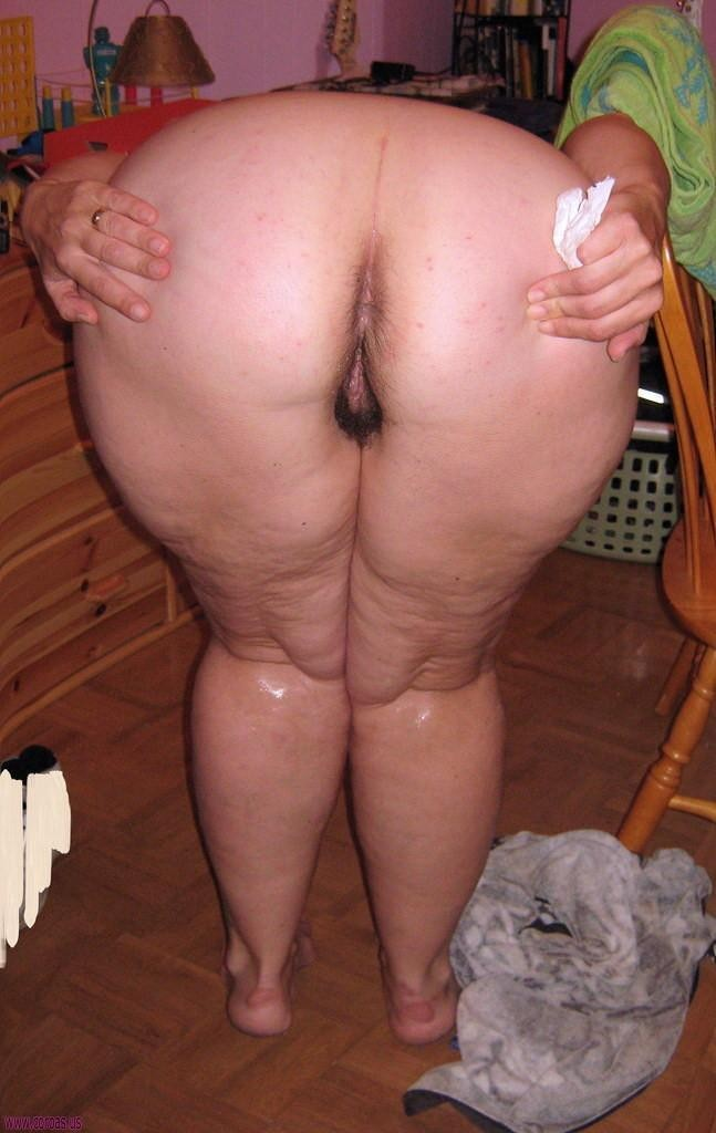 Slutty blond stuffing her pussy part4